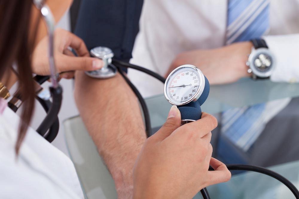 hipertenzija su staigiu oro pokyčiu